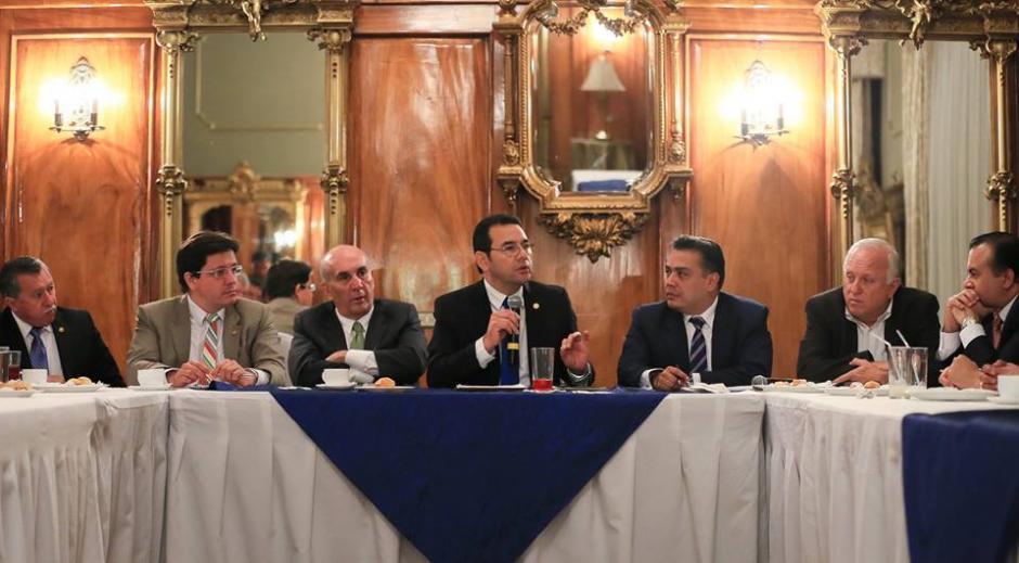El mandatario le presentó la propuesta a los diputados. (Foto: Gobierno de Guatemala)