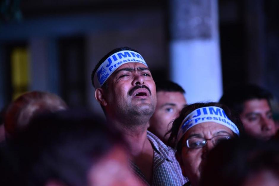 Los seguidores de Jimmy Morales llevaron bandanas con el nombre de su líder en la frente. (Foto: Jesús Alfonso/Soy502).