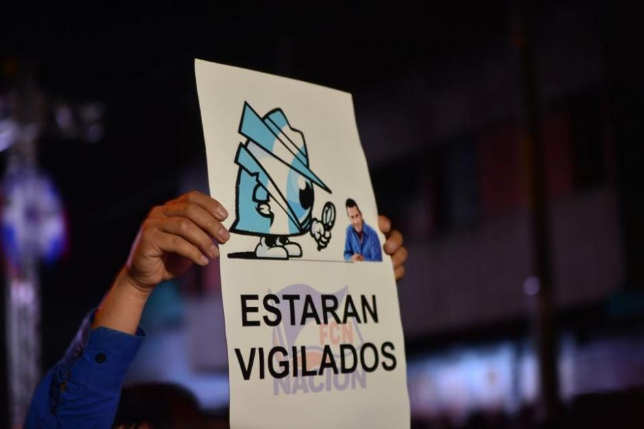 La vigilancia al poder político no cederá. Así se lo hicieron saber al nuevo presidente electo en su festejo. (Foto: Jesús Alfonso/Soy502).