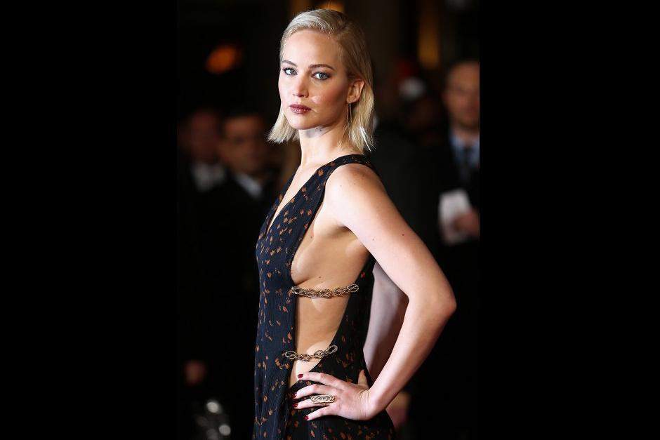 La actrizsorprendió a sus seguidores con un vestido negro con detalles anaranjados de Dior. (Foto: AFP)