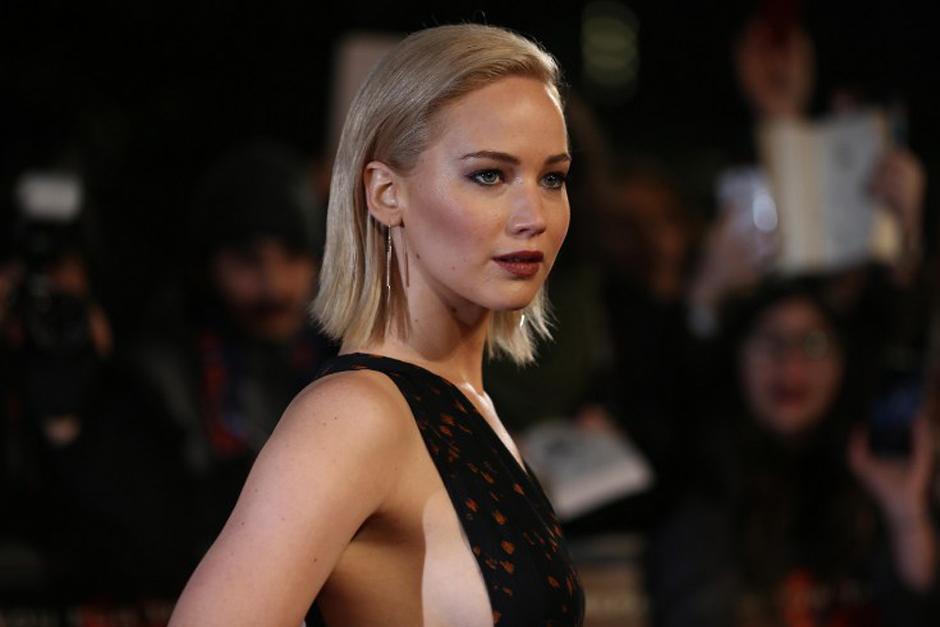 Aunque Jennifer Lawrence fue la que más captó la atención de los fotógrafos, por la alfombra roja también pasaron otros actores de la saga de los Juegos del Hambre. (Foto: AFP)