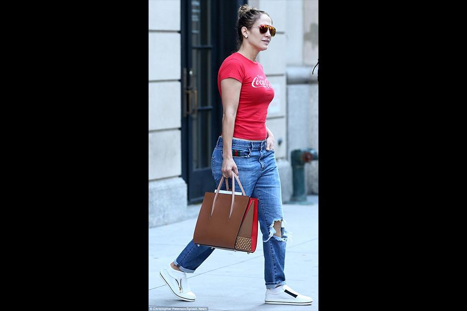 Jennifer aparece caminando en Nueva York con un look muy relajado. (Foto: Archivo)