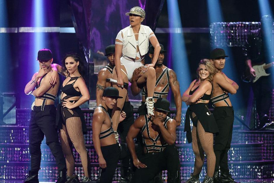 Jennifer López se mostró más sensual que nunca en el iHeart Radio Music Festival. (Foto: AFP)