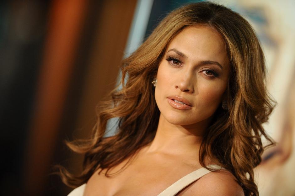 Jennifer Lopez ha sido cuestionada por sus últimas relaciones amorosas. (Foto: JLO Spain)