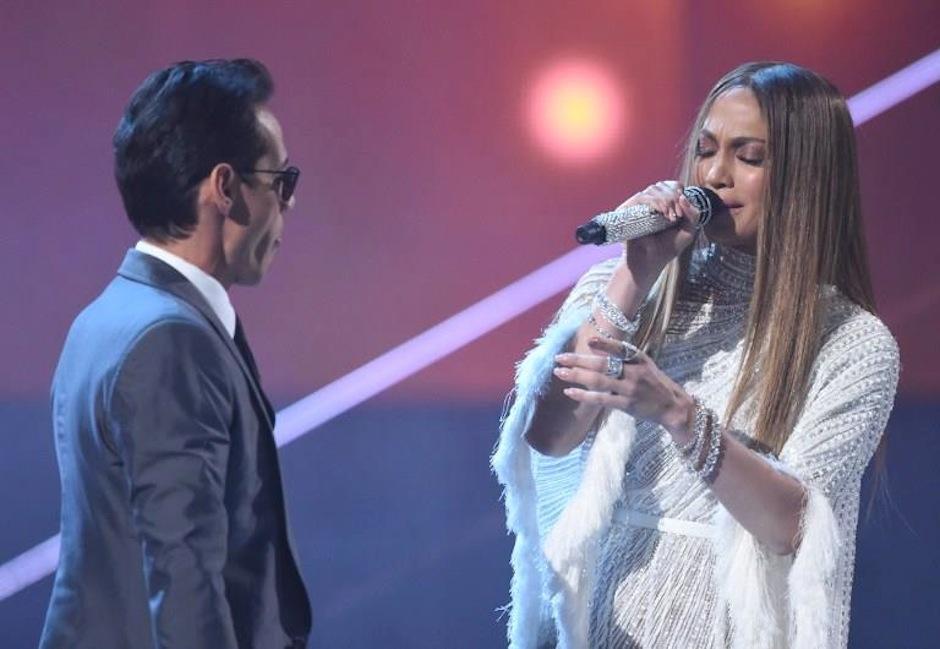 "La expareja sentimental cantó ""Olvídame y pega la vuelta"" del dúo Pimpinela. (Foto: AFP)"