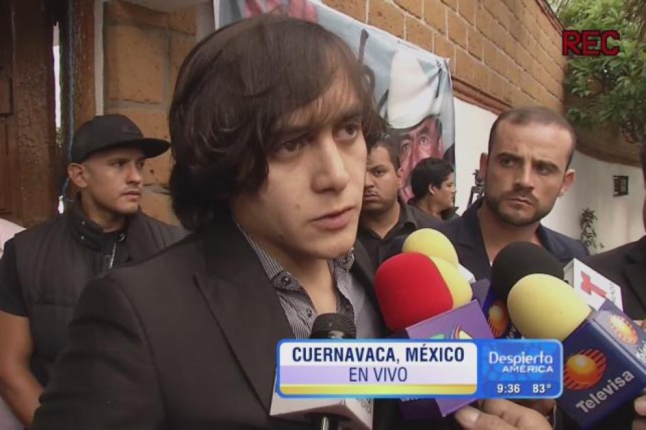 Uno de los hijos más jóvenes de Joan Sebastian, José Julián, asistió a las honras fúnebres de su papá en Cuernavaca.