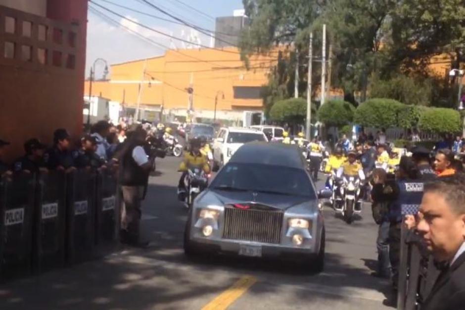 La carroza fúnebre estuvo escoltada por elementos de tránsito de la ciudad de México.