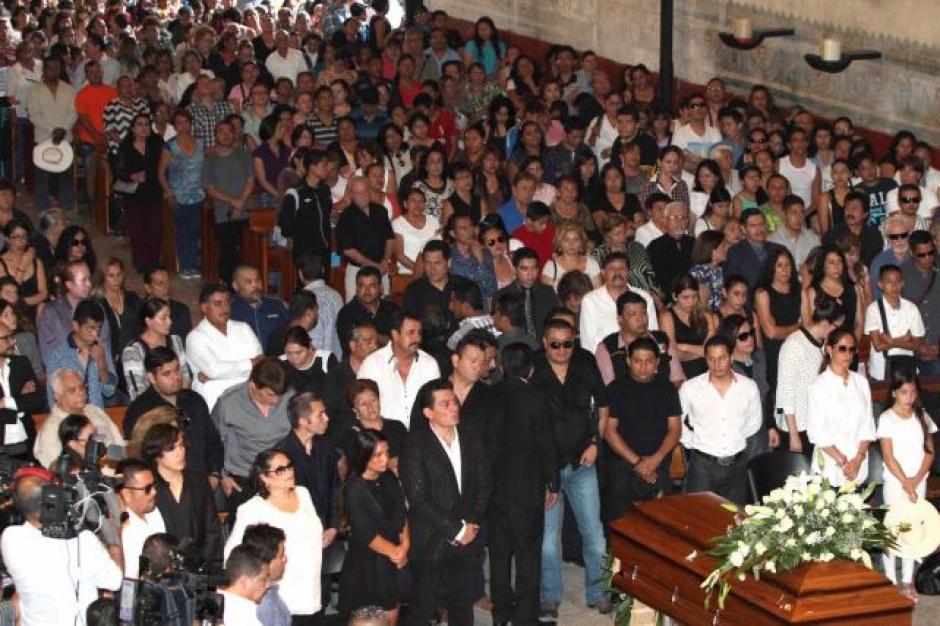 Los admiradores del cantante se han unido al dolor de la familia que ha perdido una estrella, un padre, un hermano y un amigo.