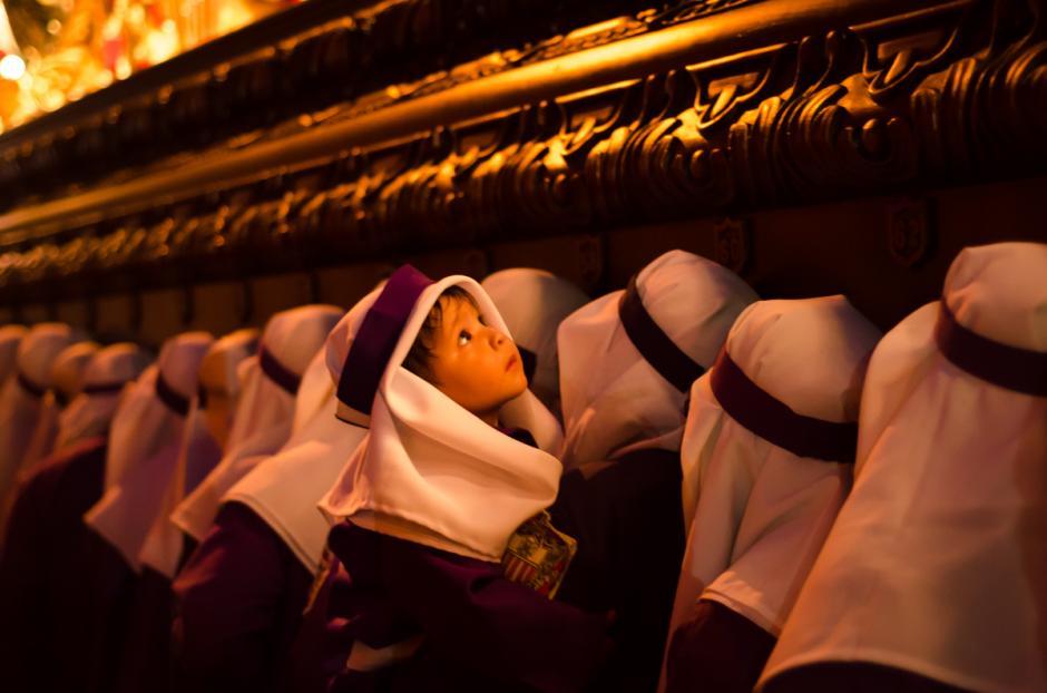 Los niños son los encargados de seguir con las tradiciones de Semana Santa