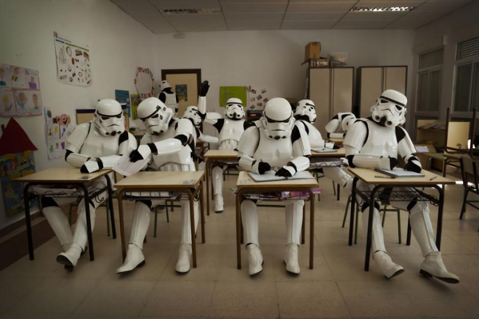 Al parecer estos soldados están tratando de pulir algunas cualidades por medio de unas clases extras. (Foto: Jorge Pérez Higuera)