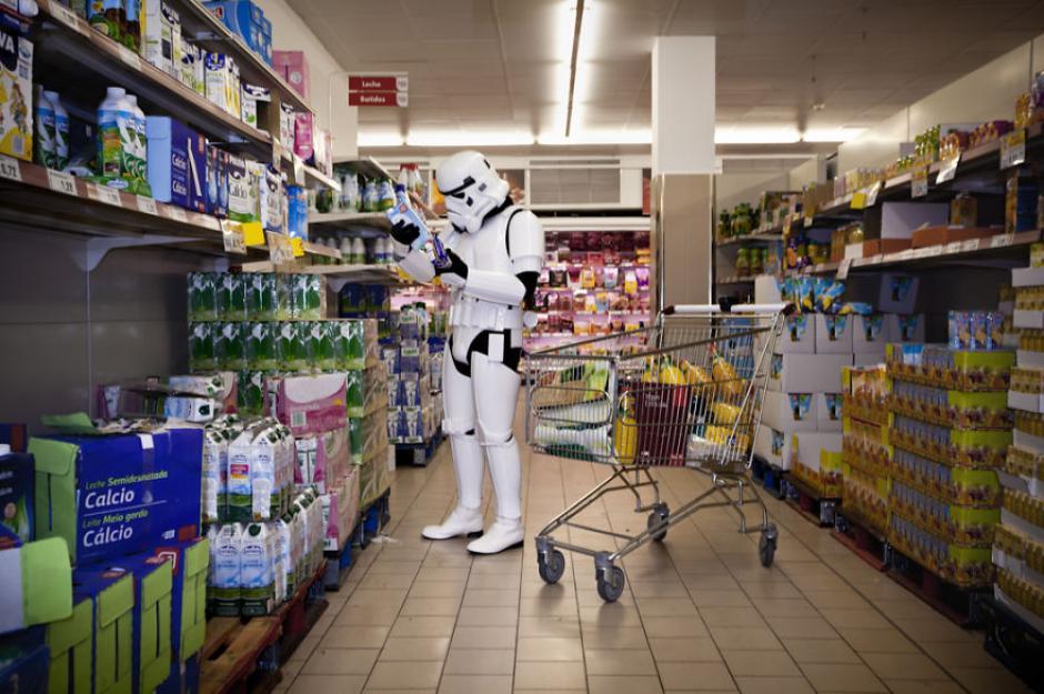 Luego de una dura semana es bueno acudir a la tienda para reabastecer suministros. (Foto: Jorge Pérez Higuera)