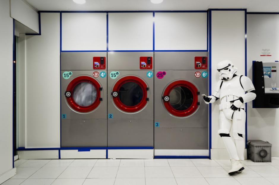A pesar de luchar muchas batallas siempre encuentra tiempo para lavar el uniforme. (Foto: Jorge Pérez Higuera)