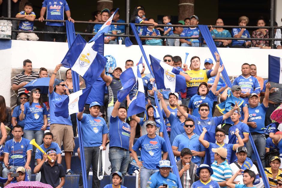 La afición de los príncipes azules llegó en buen número al estadio José Ángel Rossi. (Foto: Sergio Muñoz/Nuestro Diario)