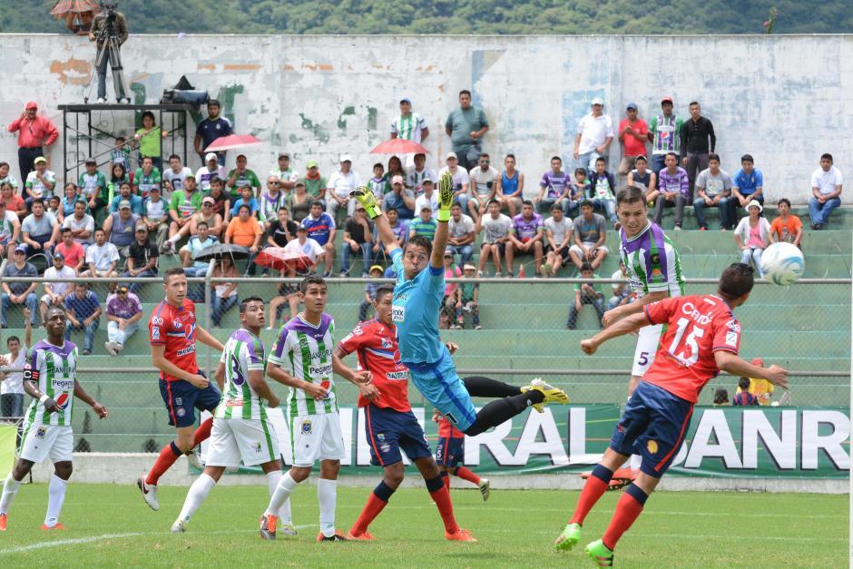 Antigua derrotó sobre la hora a Xelajú, con un gol de penal. (Foto: Salvador Revolorio/Nuestro Diario)