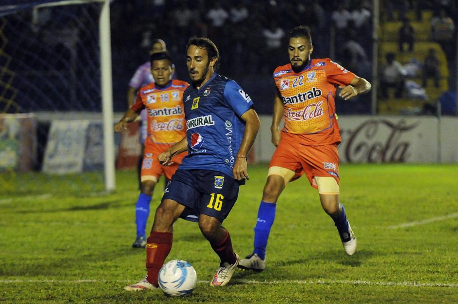 Gastón Puerari recibió la marca fuerte de los zagueros venados. (Foto: Nuestro Diario)
