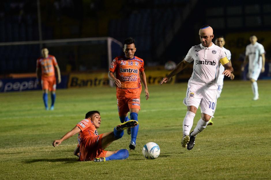 José Contreras hizo la primera asistencia de gol para Comunicaciones en la final de ida ante Suchi.  (Foto: Sergio Muñoz/Nuestro Diario)