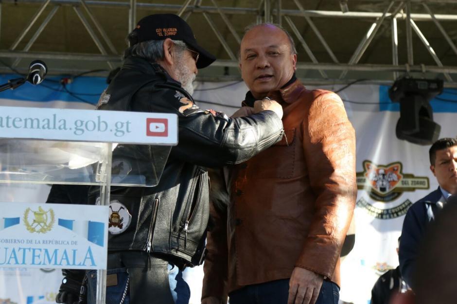 Chea Urruela fue condecorado durante el acto inaugural. (Foto: Alejandro Balán/Soy502)