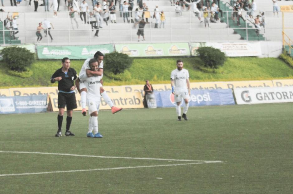 José Manuel Contreras cerró el marcador para Comunicaciones. (Foto: @CremasOficial/Twitter)