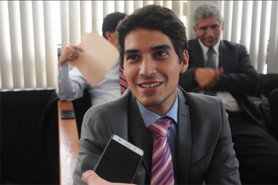 El abogado que lleva el mismo nombre de su padre, dice sentirse orgulloso de poder defenderlo. (Foto: Alejandro Balán/Soy502)