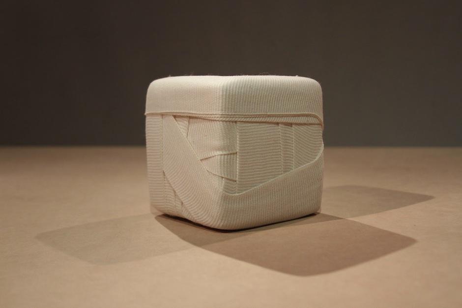 """""""Doce centímetros cúbicos de nada"""" es la pieza de materiales mixtos de José Míguez."""