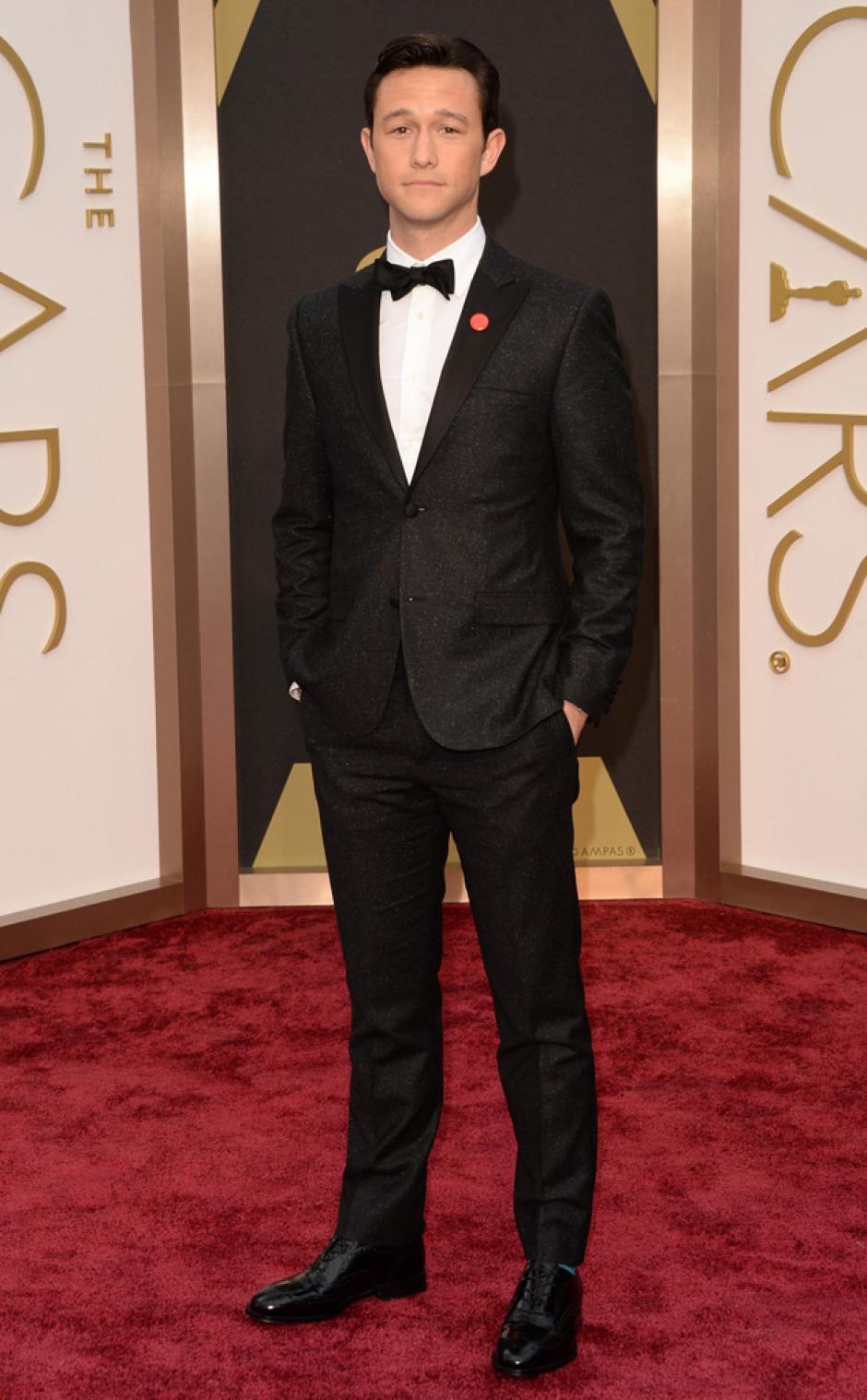 Joseph Gordon - Levitt decidió utilizar un traje clásico de la colección Calvin Klein.