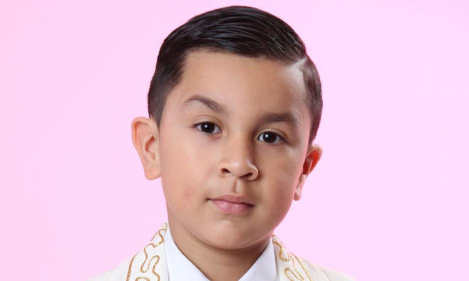 El niño ya cuenta con su perfil dentro del sitio de Telemundo y cuenta sobre su vida. (Foto: Telemundo)