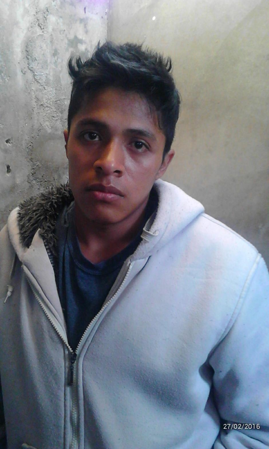 Josué David Arévalo López de 20 años, habría enterrado el cuerpo de su esposa a siete metros de profundidad en un terreno de la zona 3. (Foto: PNC)