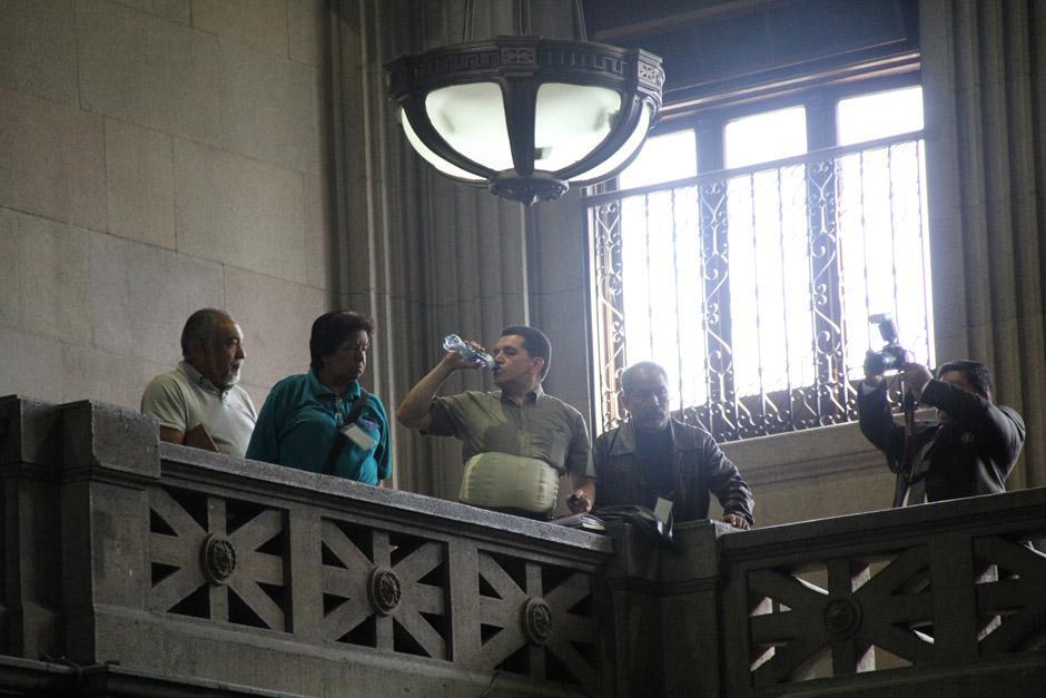 Joviel Acevedo, lider de la Asamblea Nacional de Magisterio ingresó al palco de Protocolo del Congreso en donde aguardó la aprobación de la ampliación (Foto: Jesús Alfonso/Soy502)