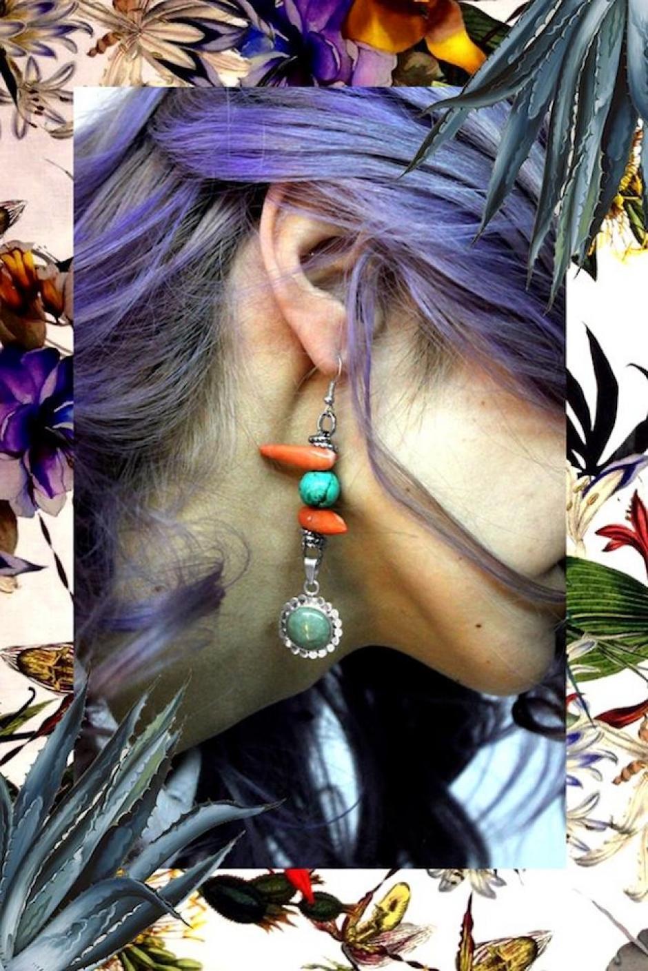 """Aretes de jade princesa montados en una flor de plata llamados """"Suave tu enorme tristeza"""". (Foto: Escarlata oficial)"""