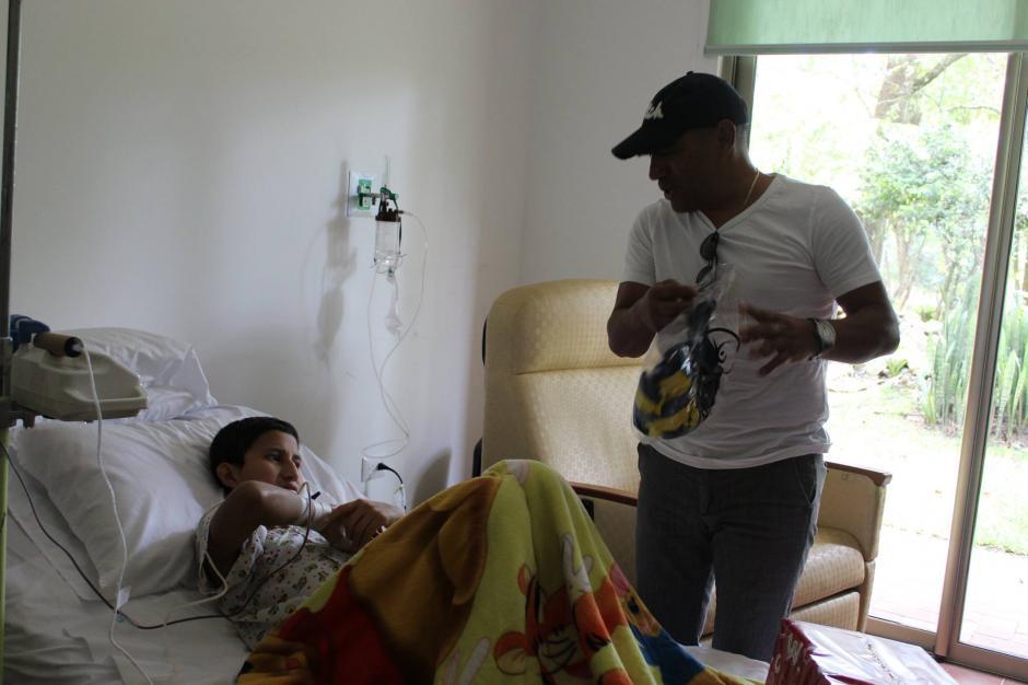 """La """"Fundación Erick Quiroa, Alas por un sueño"""", se dedica a luchar por cumplir los sueños de niños y adolescentes que padecen de cáncer. Es una iniciativa de la familia Quiroa Ramos, que inició en 2014, en homenaje a Erick Quiroa, quien luchó como un héroe hasta el último suspiro de su vida. Erick padecía de cáncer.(Foto: Fundación Erick Quiroa, Alas por un sueño)"""