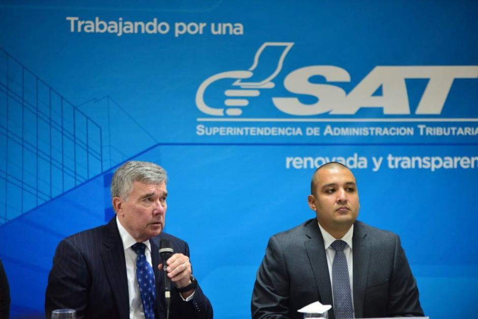 El funcionario estadounidense visitó este lunes la SAT. (Foto: Jesús Alfonso/Soy502)