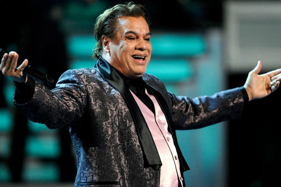 El cantante mexicano habría reingresado al hospital después de haber sido dado de alta por neumonía.