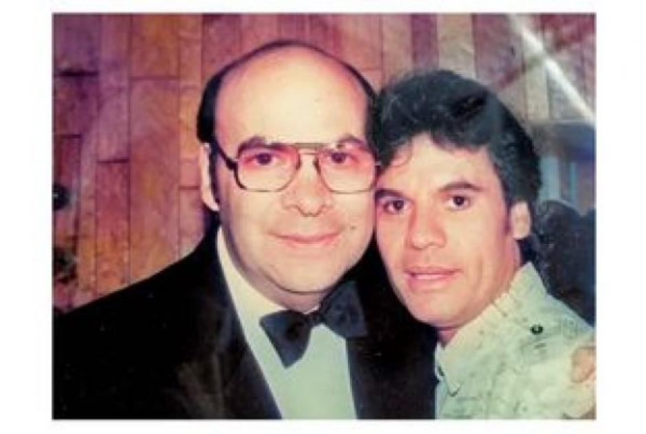 Juan Gabriel junto a Eduardo Magallanes, quien fue su amigo y productor. (Foto: milenio.com)