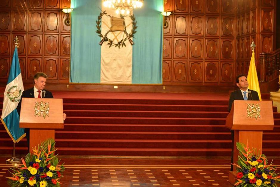 Los mandatarios de Guatemala y Colombia se reunieron por más de una hora para conversar sobre temas en común. (Foto: Jesús Alfonso/Soy502)