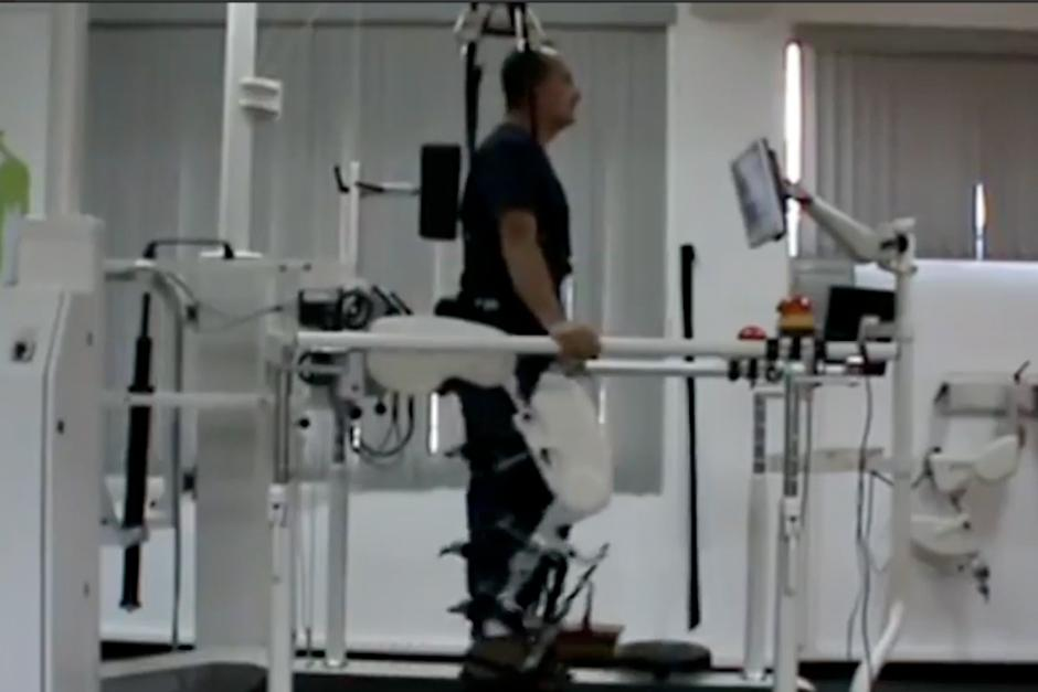 Juan Pablo ha recibido terapia con la que pudo volver a mover sus brazos y piernas. (Foto: Video)