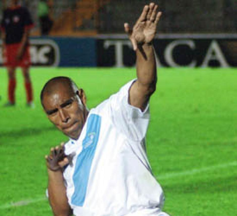 Juan Carlos Plata y su particular festejo de gol, también brilló con la selección de Guatemala. (Foto: Nuestro Diario)
