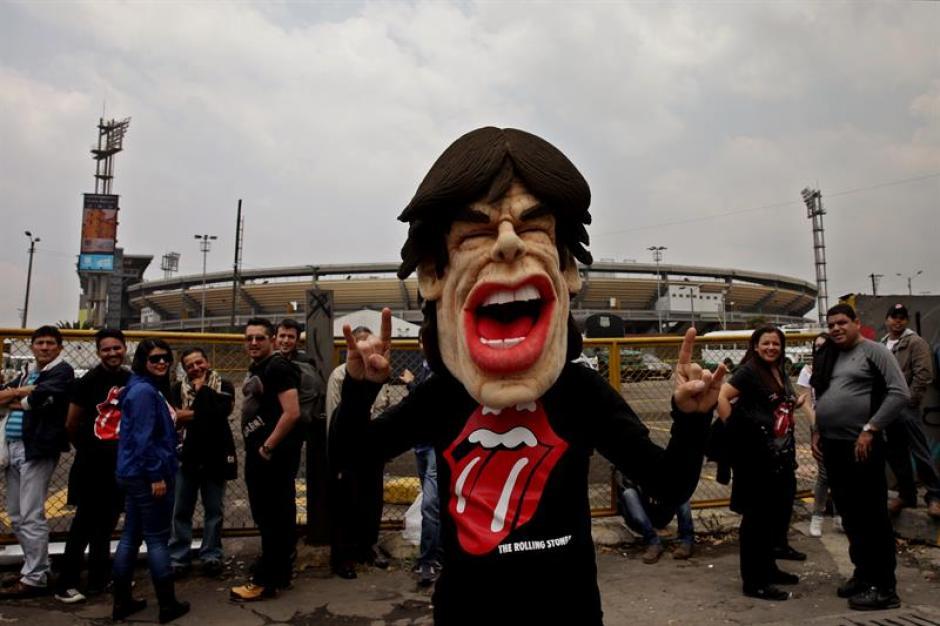 Juanes conmocionó con guitarra en mano e interpretando con los Stones la canción Beast of Burden. (Foto: EFE)
