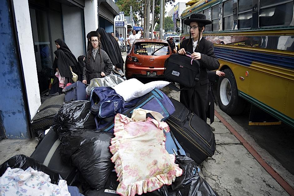 Los judíos expulsados suman alrededor de 30 familias. El gobierno les prestó ayuda para trasladar sus pertenencias. (Foto: Deccio Serrano/Soy502).