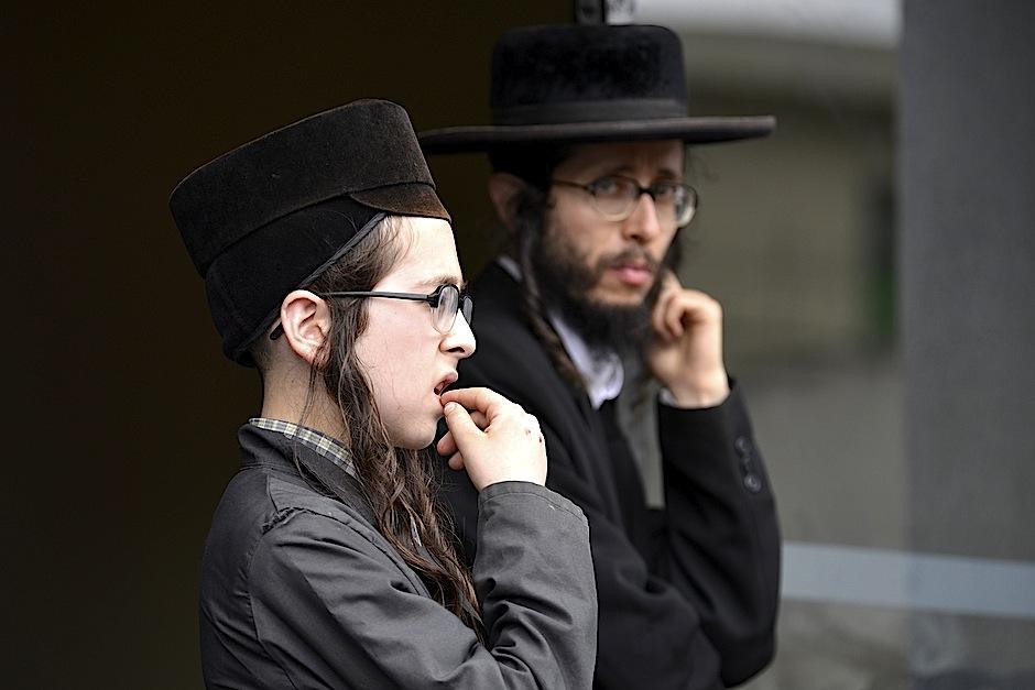 La incertidumbre se reflejaba en los rostros de la comunidad judía. No es la primera vez que deben abandonar su hogar. (Foto: Deccio Serrano/Soy502).
