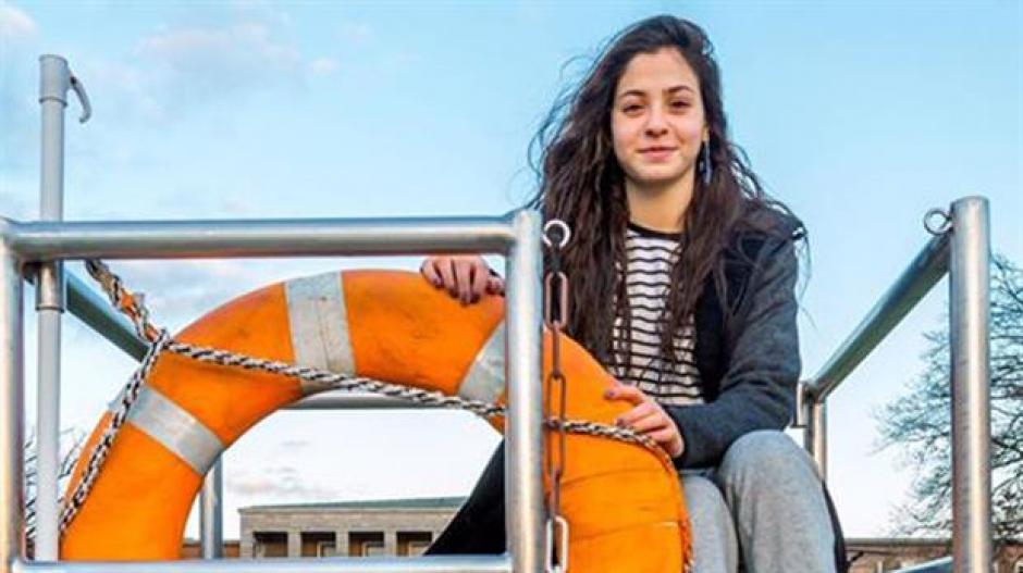 Yusra Mardini saltó de un barco para llegar nadando a la costa griega. (Foto: Canchallena)
