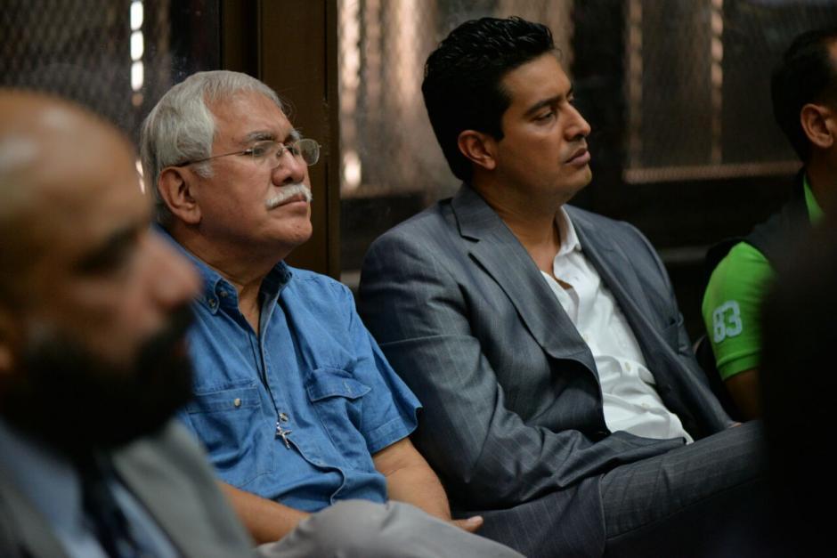 Rudy Gallardo el director del Renap escucha al juez Miguel Ángel Gálvez. (Foto: Wilder López/Soy502)