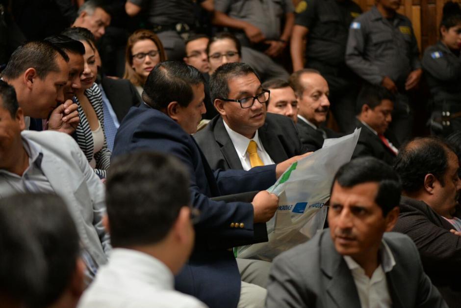 Los sindicados pudieron observar una de las pruebas que el juzgador presentó. (Foto: Wilder López/Soy502)
