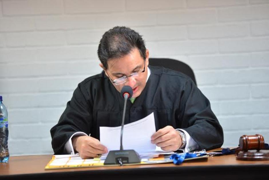 El juez de Extinción de Dominio, Marco Antonio Villeda, ha resuelto el embargo de bienes de Otto Pérez y su familia. (Foto: Archivo/Soy502)