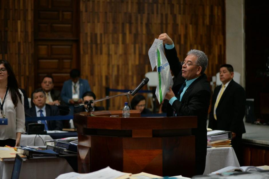 """""""La Balita"""" solo fue uno de los regalos que obtuvo el expresidente. (Foto: Wilder López/Soy502)"""