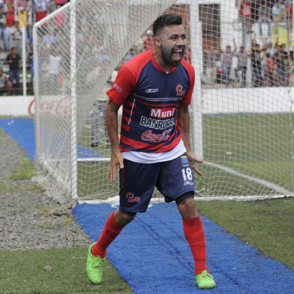 De Malacateco a Xela. El mexicano, Ricardo Rocha, ahora vestirá de rojo y azul. (Foto: Archivo)