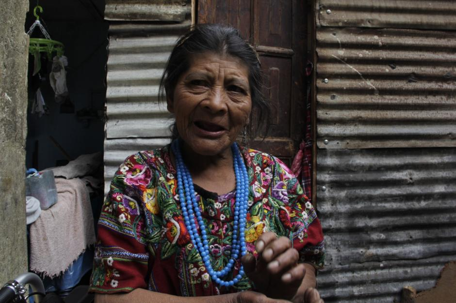 Doña Julita tiene más de 40 años de vivir en la capital. Su trabajo como vendedora de verduras en distintos mercados sirvió para brindarles educación y un futuro a todos sus hijos que viven en Patzún. (Foto: Fredy Hernández/Soy502)