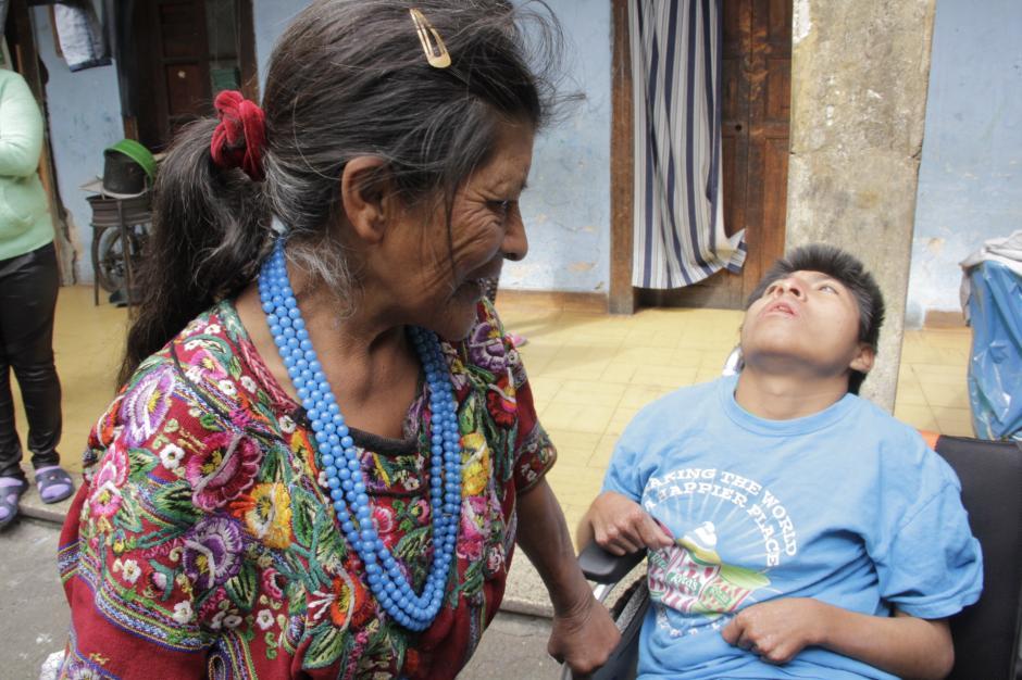 Este ejemplo de amor ha hecho reflexionar a muchos guatemaltecos por su fidelidad. (Foto: Fredy Hernández/Soy502)