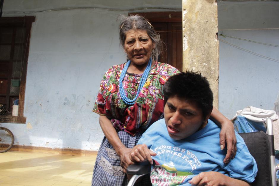 Doña Julia y Juan Carlos conmovieron a los guatemaltecos por su historia de amor incondicional. (Foto: Fredy Hernández/Soy502)
