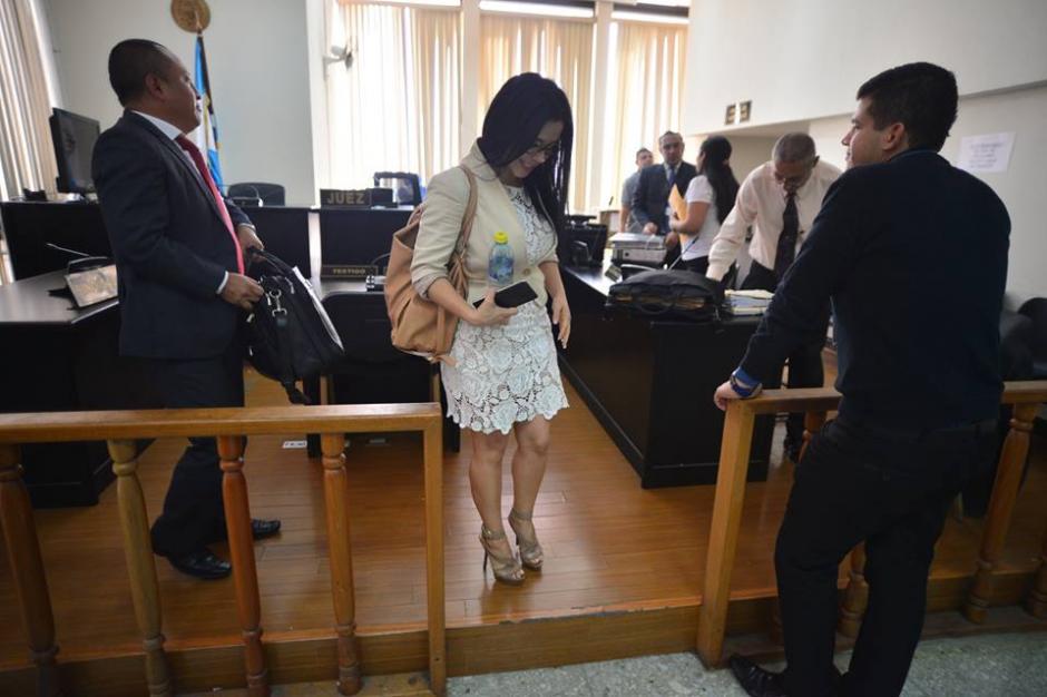 Los vestidos tallados de la exdiputada no pasan desapercibidos en Tribunales. (Foto: Wilder López/Soy502)