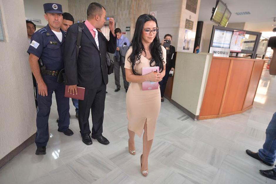 A su salida de Tribunales dio declaraciones a los medios de comunicación. (Foto: Wilder López/Soy502)